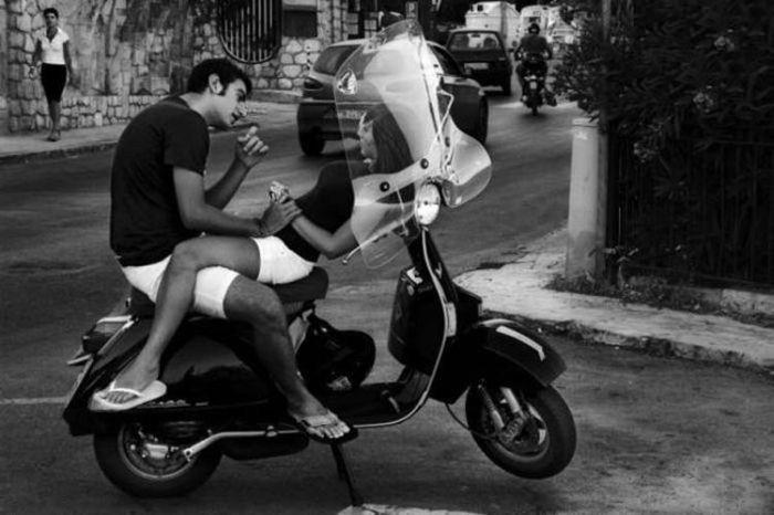 Modern vespa our scooter club calendar for 2011 great for Vespa com italia