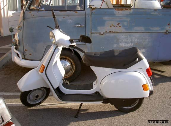 modern vespa what model vespa is it photo from. Black Bedroom Furniture Sets. Home Design Ideas