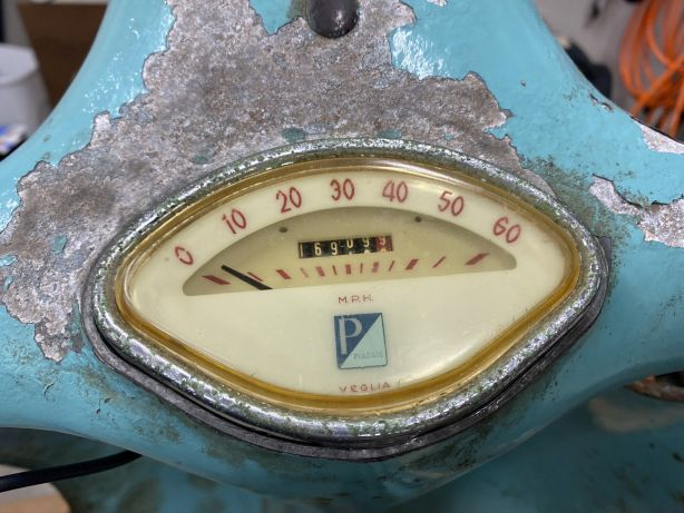 36 - Speedo post rebuild. Used polish compound on the lense inside and out..jpg
