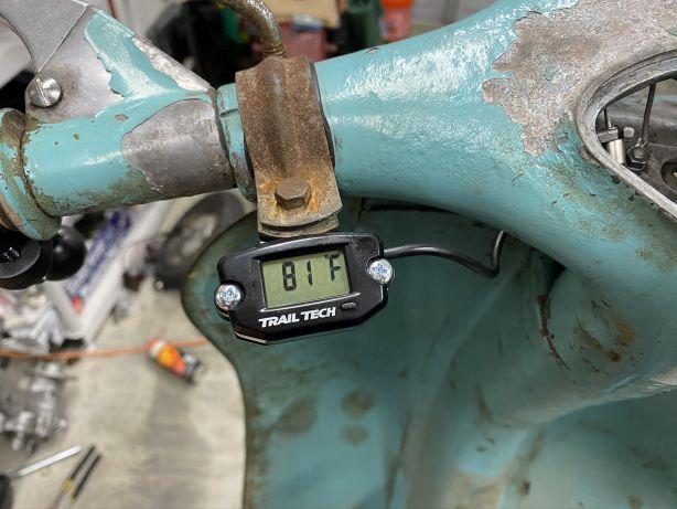 39 - Trailtech CHT gauge mounted to mirror bracket.jpg