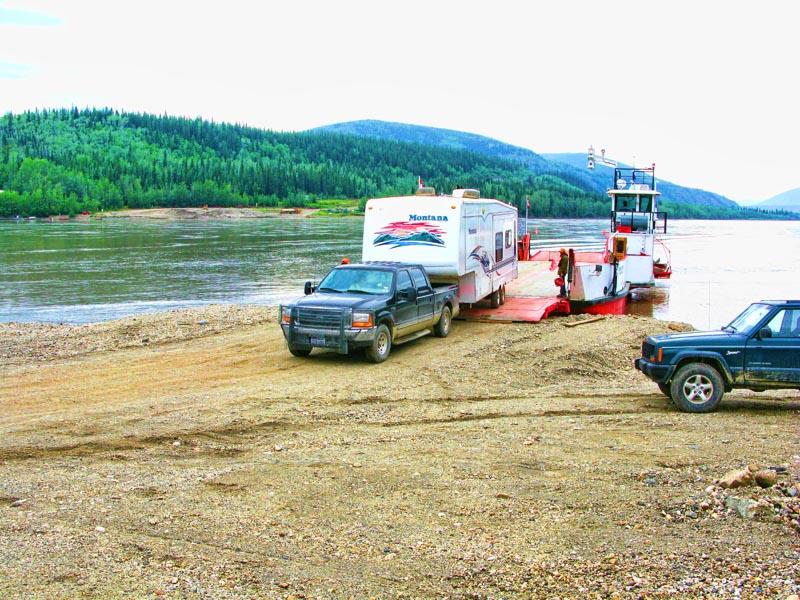 Dawson_City_Ferry_2.jpg