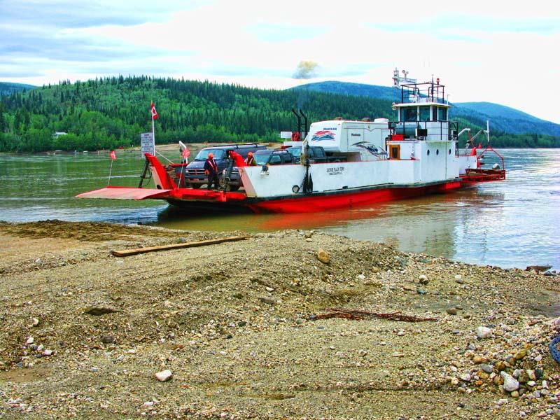 Dawson_City_Ferry_3.jpg