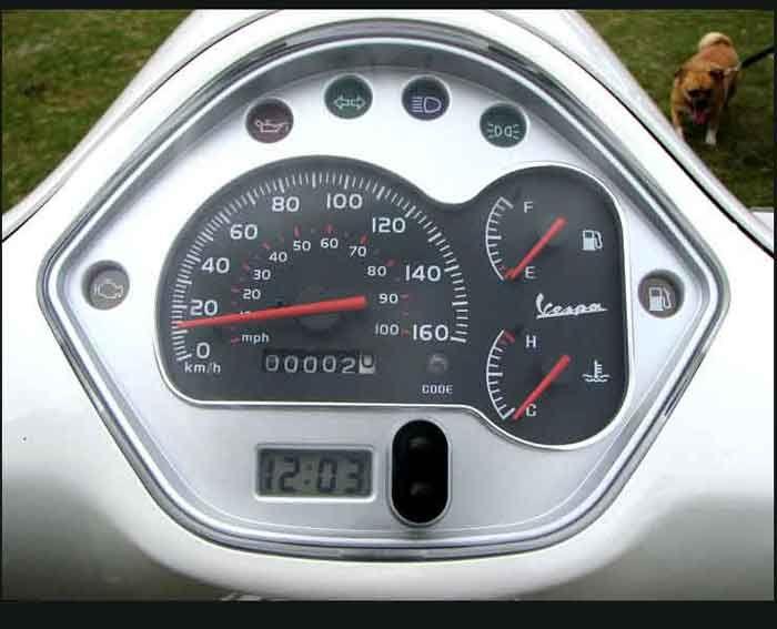 2009 GTS dash.jpg