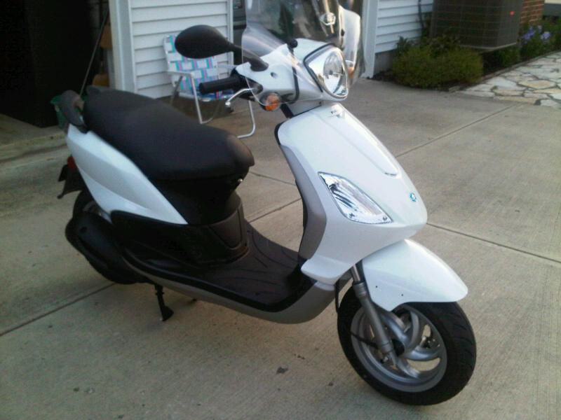 modern vespa : here is my piaggio fly, anyone else have a fly pic