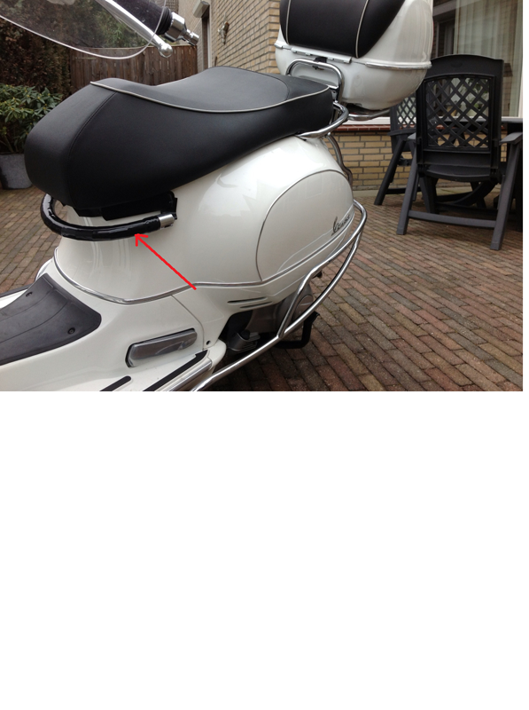 modern vespa chrome moulding strip on a gts thanks to witch. Black Bedroom Furniture Sets. Home Design Ideas
