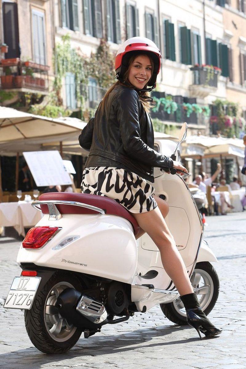 scooter-girl-vespas-127.jpg