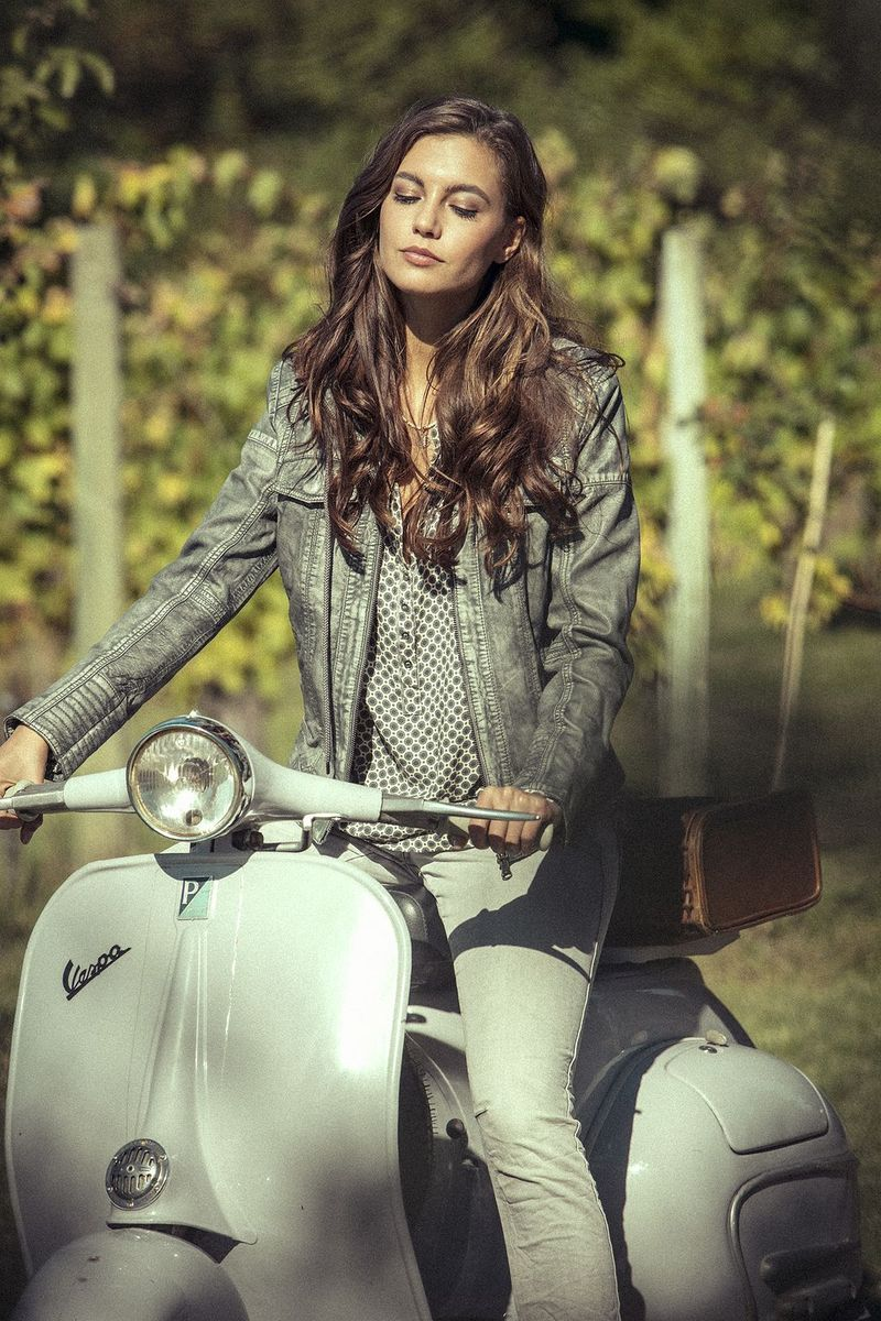 scooter-girl-vespas-148.jpg