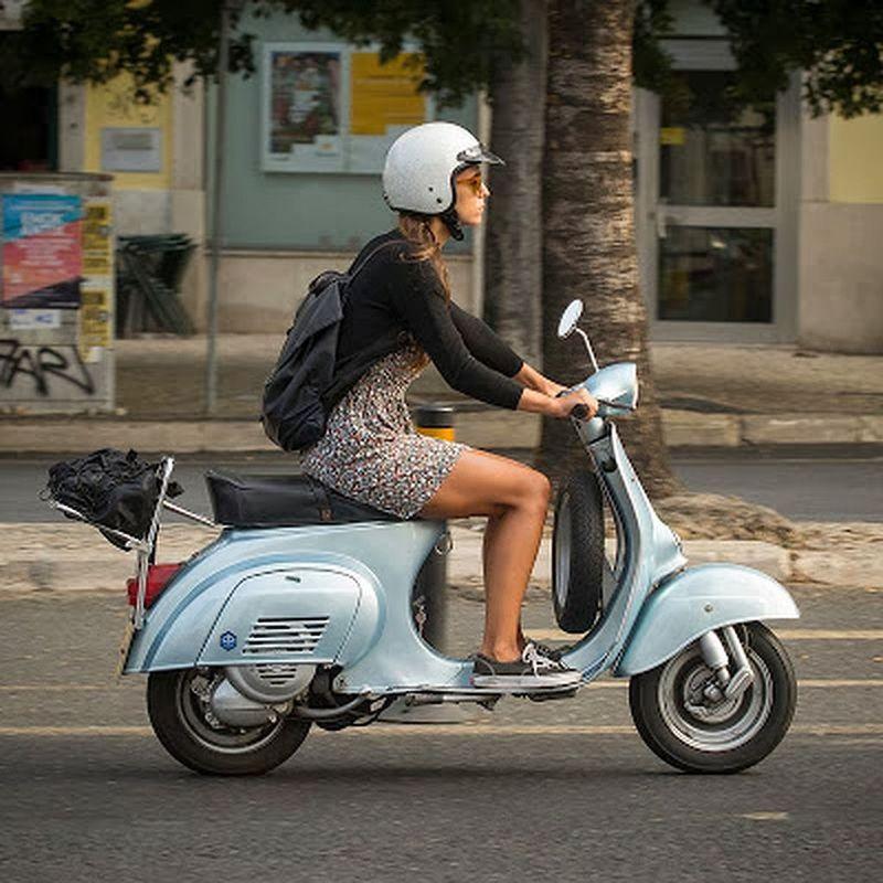 scooter-girl-vespas-28.jpg