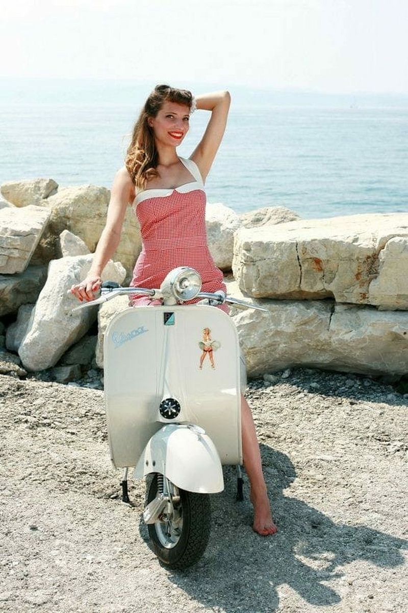 scooter-girl-vespas-94.jpg