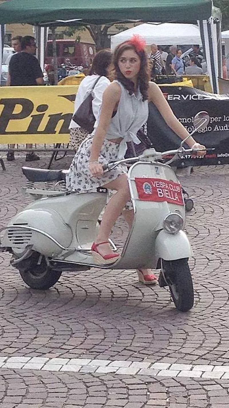 scooter-girl-vespas-99.jpg