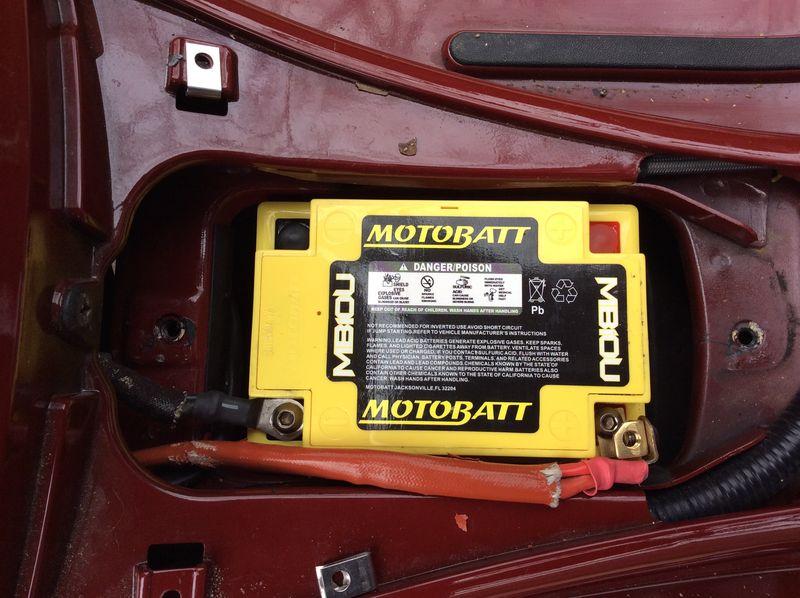 Modern Vespa : GTS battery change (tight space!)