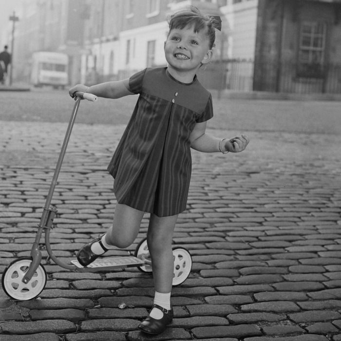 littlegirlscooter01.jpg