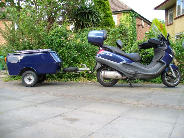 modern vespa : anyone pull a trailer with a maxi-scoot? bv500