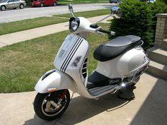 bab303a118dabc1ba1706d7addccc845--vespa--racing-stripes.jpg