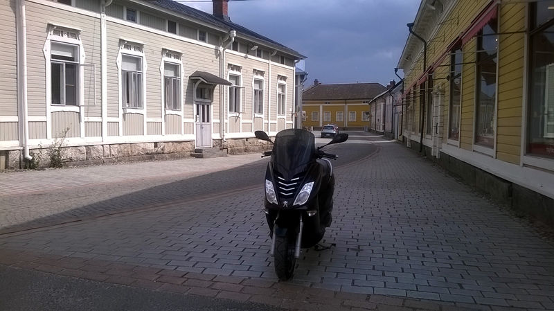 Rauma_Old_Town_Peugeot_Citystar_200i.jpg