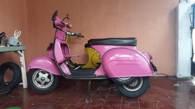 pink rear tyre.jpeg
