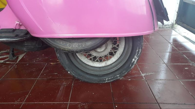 pink rear tyre gave up.jpeg