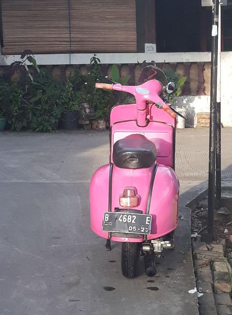 pink skinny rear tyre.jpeg
