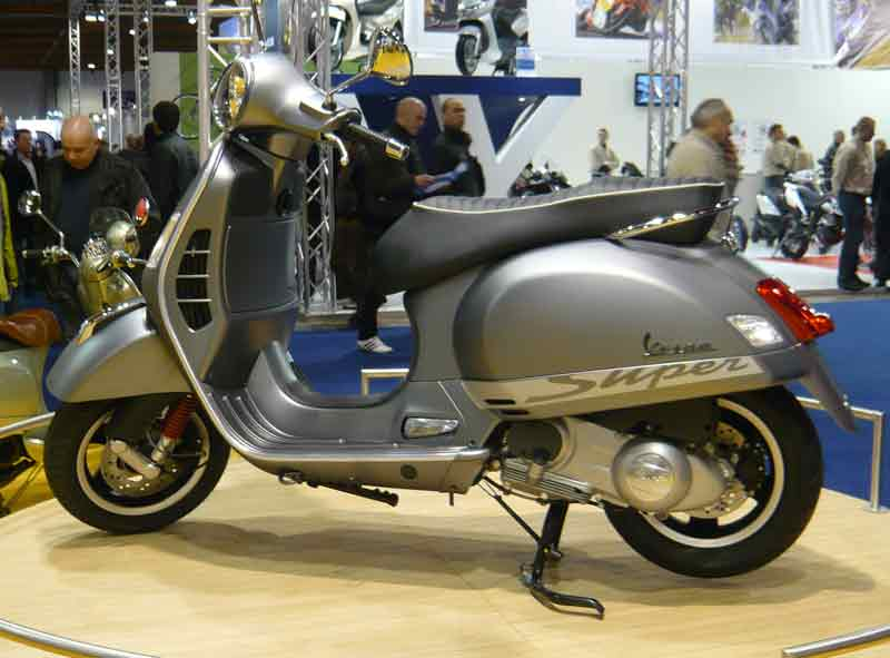 modern vespa gts 300 super sport eurpean motorshow in. Black Bedroom Furniture Sets. Home Design Ideas
