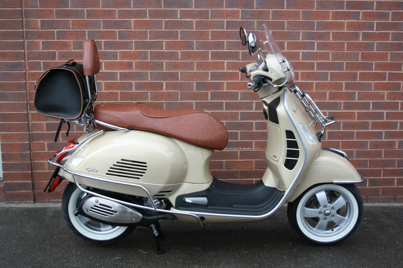 modern vespa how much is vespa worth to you. Black Bedroom Furniture Sets. Home Design Ideas