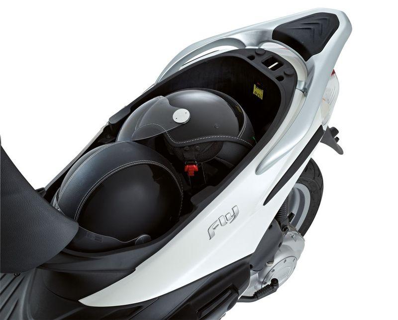 modern vespa : 2013 fly 150 helmet issue