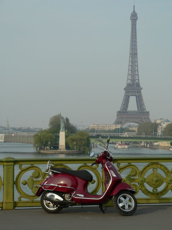 modern vespa vin rouge in paris. Black Bedroom Furniture Sets. Home Design Ideas