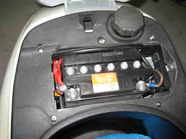 modern vespa help hooking up a battery on an et4. Black Bedroom Furniture Sets. Home Design Ideas
