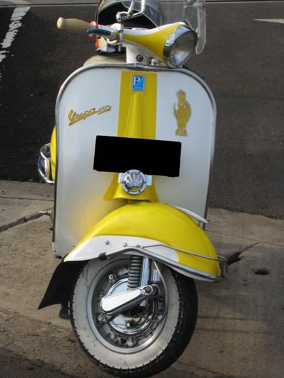 white yellow scoot.JPG