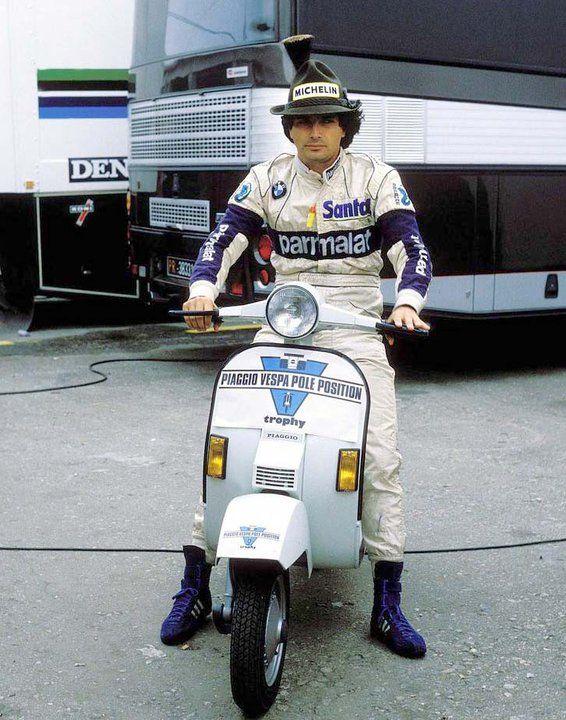 1984-uma-das-9-vespas-q-ele-ganhou-com-pole-positions.jpg
