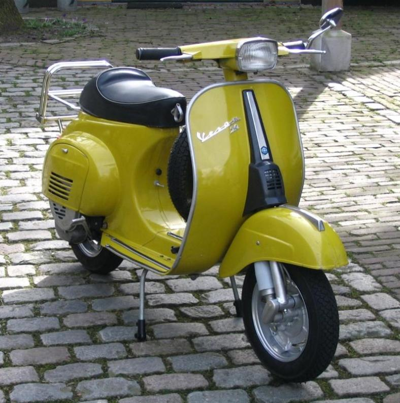 modern vespa 39 bello giallo 39 my little yellow vespino. Black Bedroom Furniture Sets. Home Design Ideas