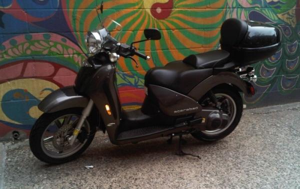 Modern Vespa Selling Scarabeo 250cc