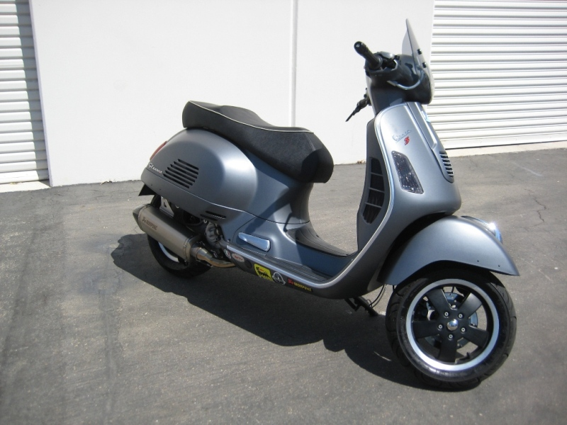 Irvine Bmw >> Modern Vespa : Teaser: Akrapovic exhaust on Matte Grey