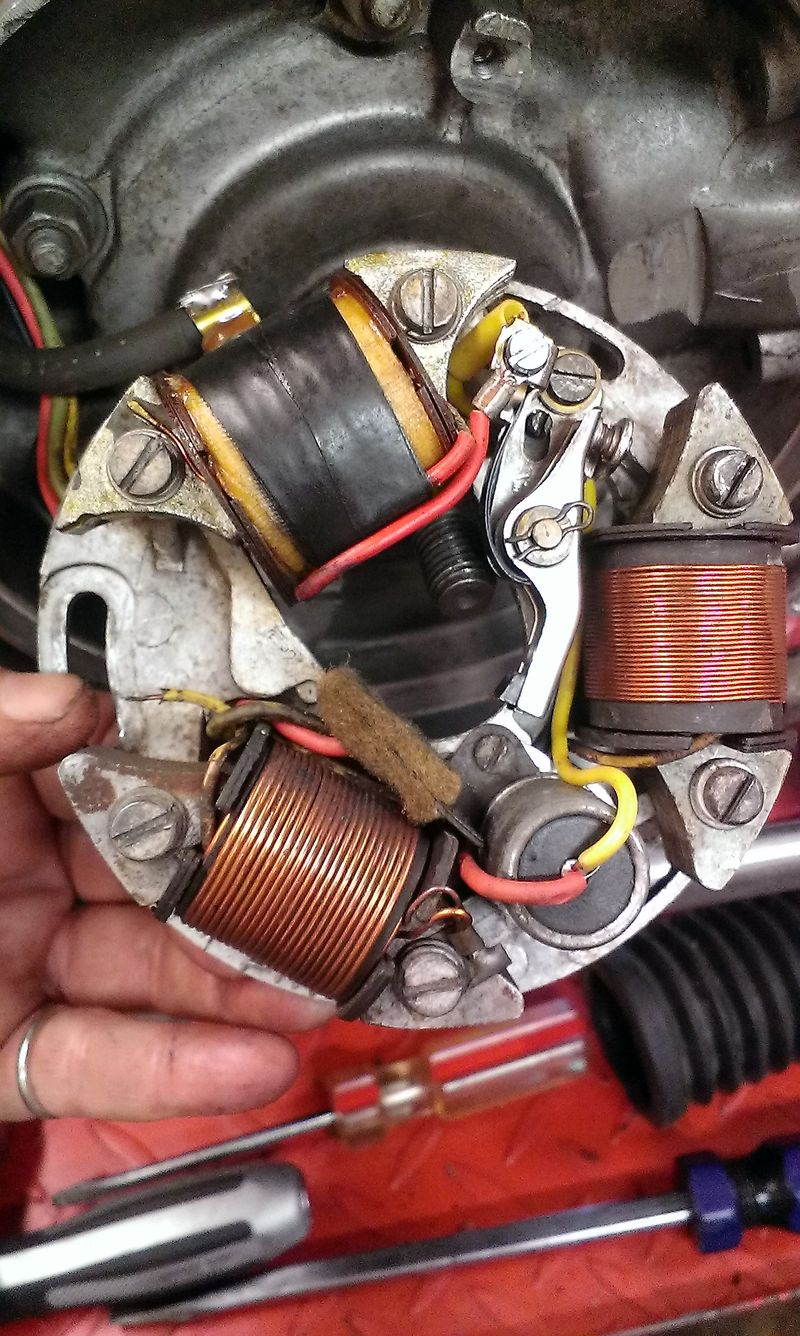 Modern Vespa Stator Wire Disconnected Vnb4t Et3 Wiring Diagram Where Should This My Thumb Is Be Connected Looking At The Scootnet Seems Like Lighting Coil For Head Lamp