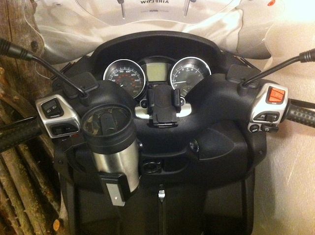 modern vespa : pictures of cup holders, please?