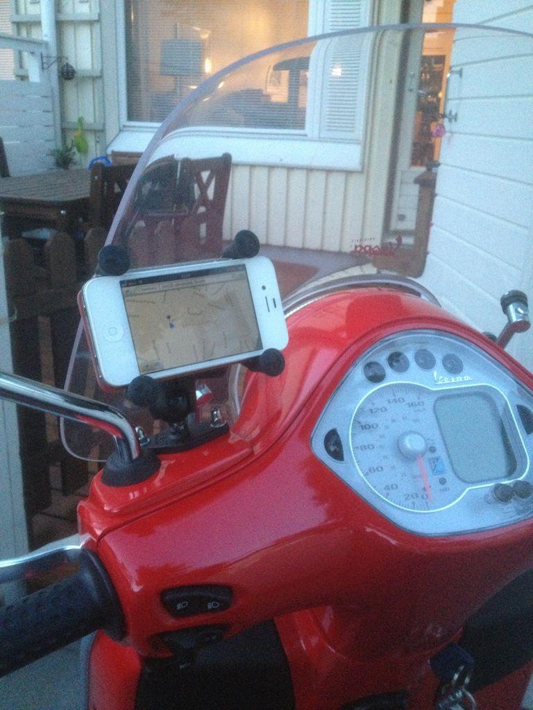 modern vespa : installing iphone on mp3 ??????
