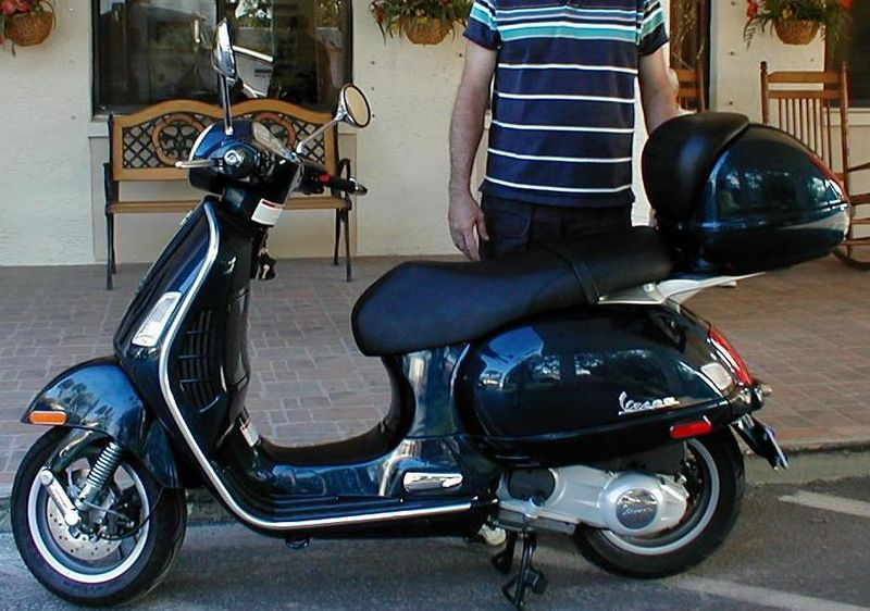 2008 Vespa GT-200.jpg