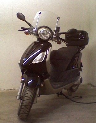modern vespa : 190cc and short windshield - fly 150