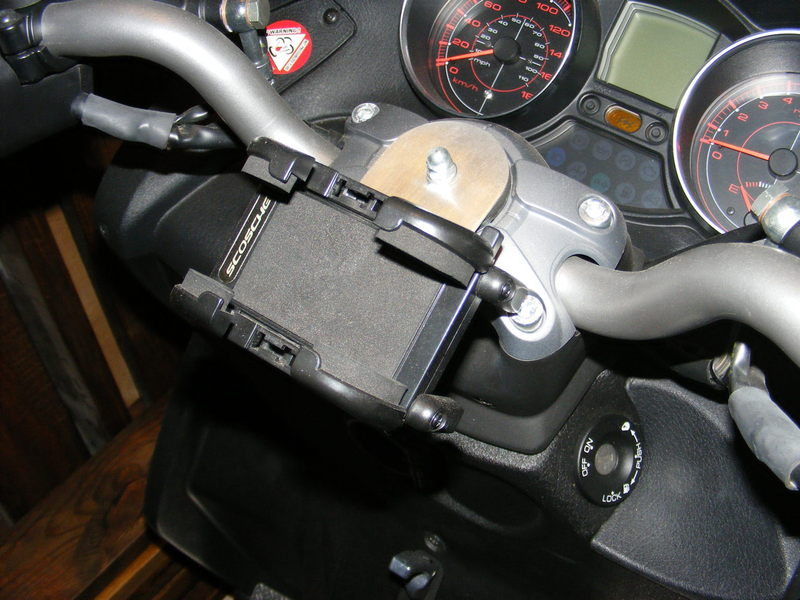modern vespa : drink and gps/cell phone holders on mp3 500