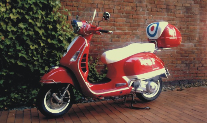 Vespa Gts250ie Wiring Diagram : Modern vespa top case led s yet another twist