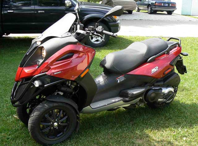 modern vespa : 2008 red piaggio mp3 500 with less than 500 miles