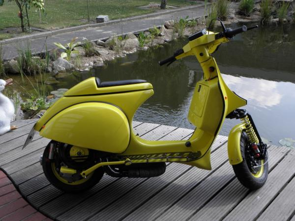 modern vespa euro style streetfighter px 200 completed. Black Bedroom Furniture Sets. Home Design Ideas